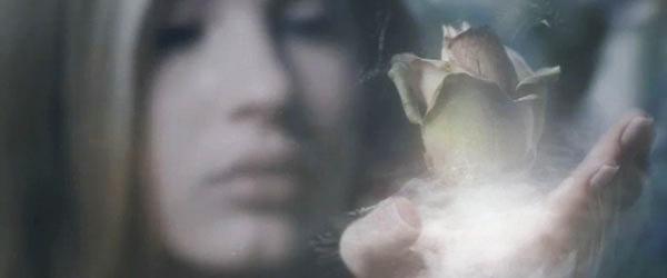 Daphne Guinness e la memoria del profumo. Mnemosyne Project