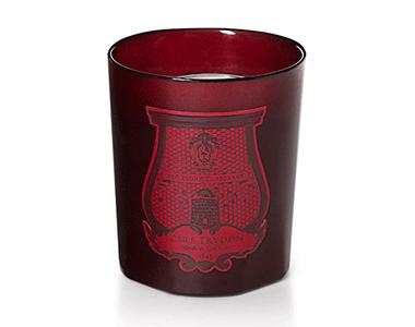 Rouge Absolute. Cire Trudon crea una candela per Valentino