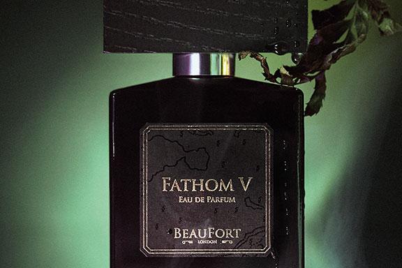 Fathom V. Nel profondo oltremarino di BeauFort London
